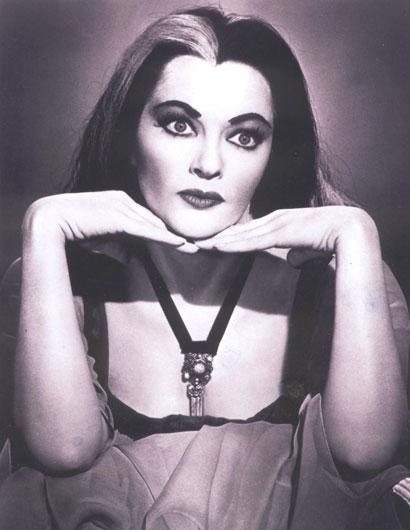 Yvonne De Carlo en su papel de Lily Munster
